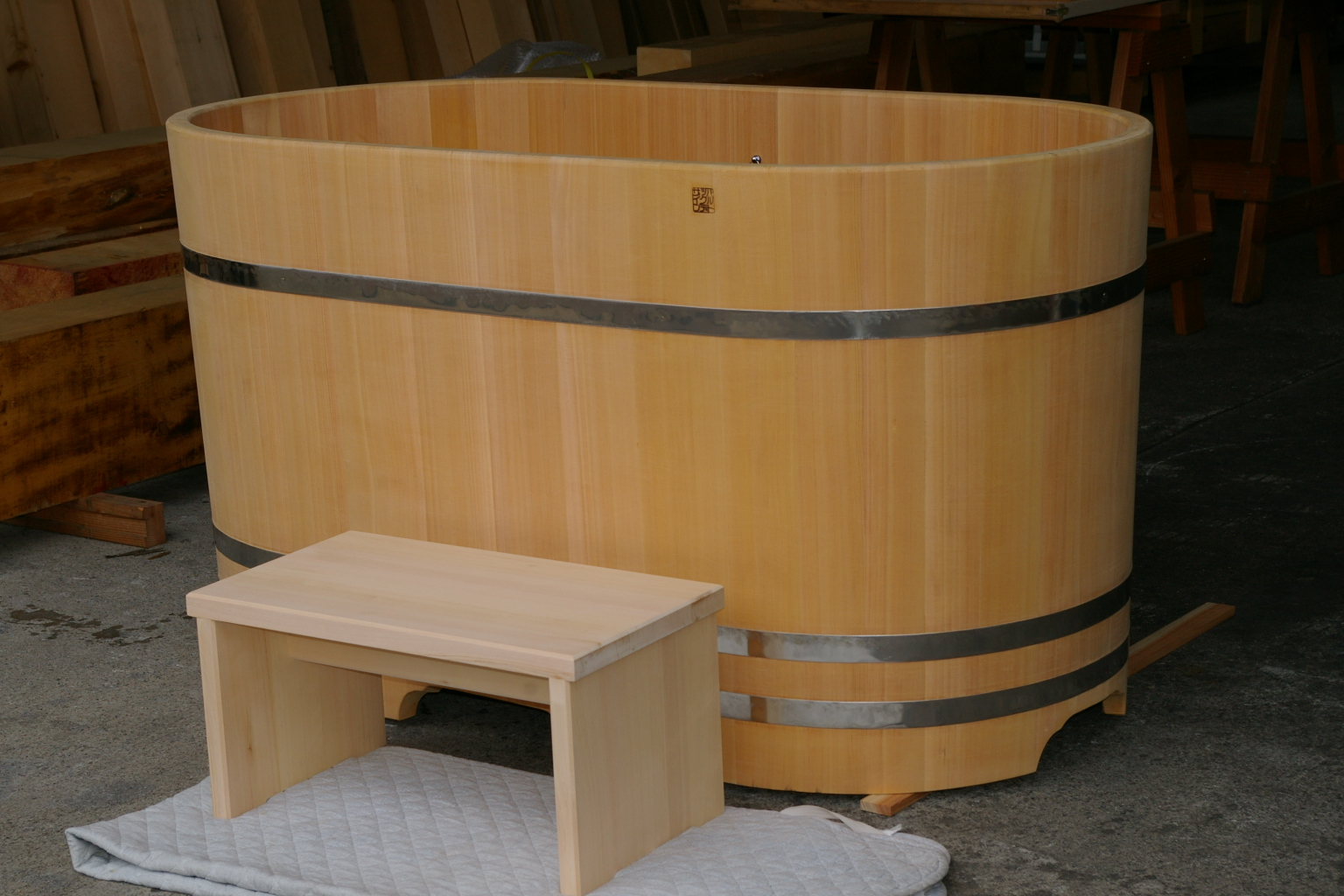 ofuro soaking hot tubs: ofuro for a long chat