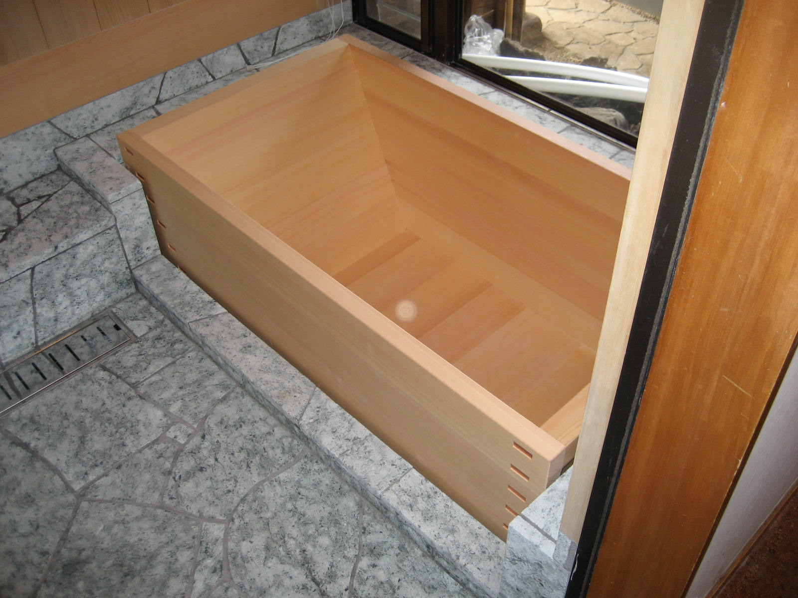 hinoki wood japanese bathtub